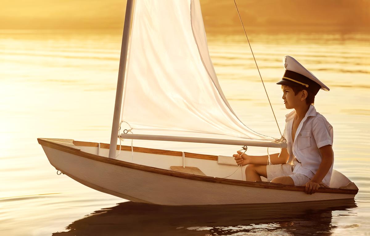 Два мальчика и лодка