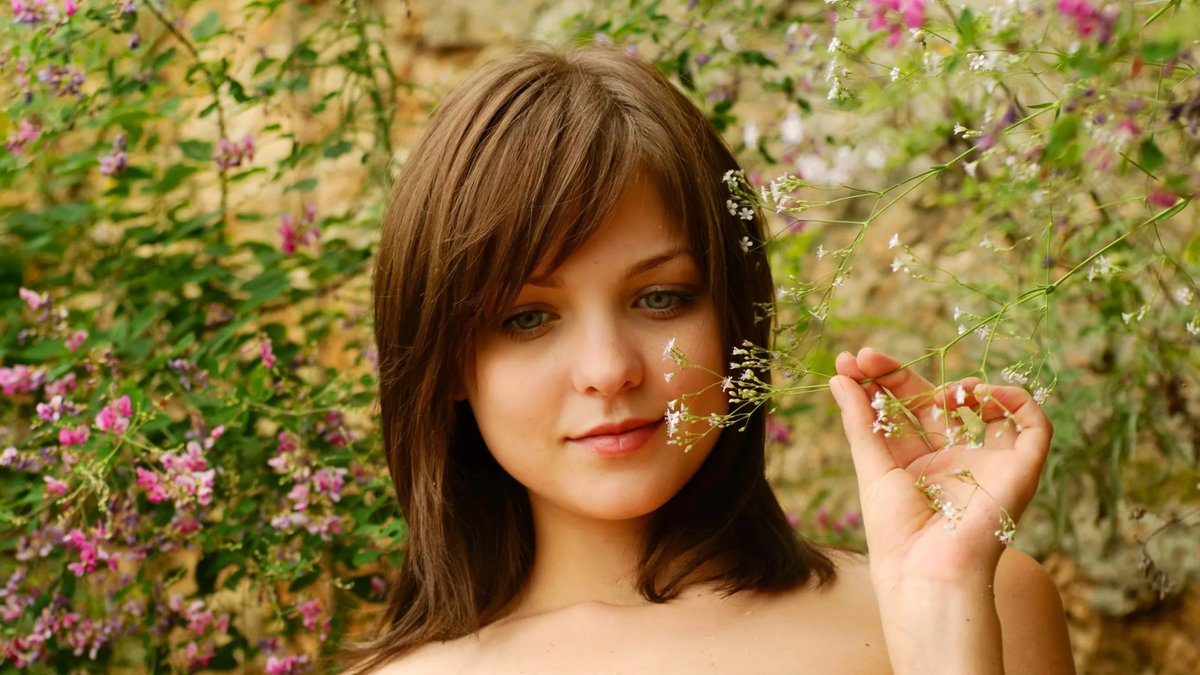 ведущие менялись, соло красивых русских женщин пальцы наткнулись