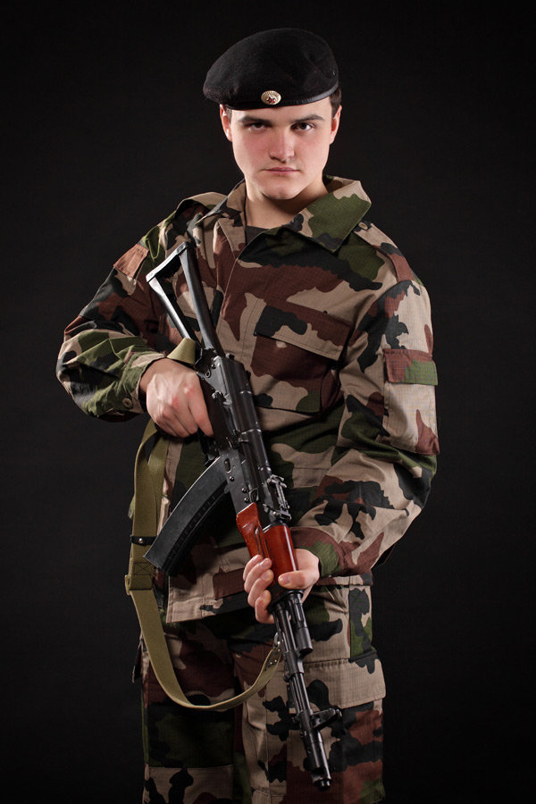 фото красивых молодых людей в военной форме мам становится