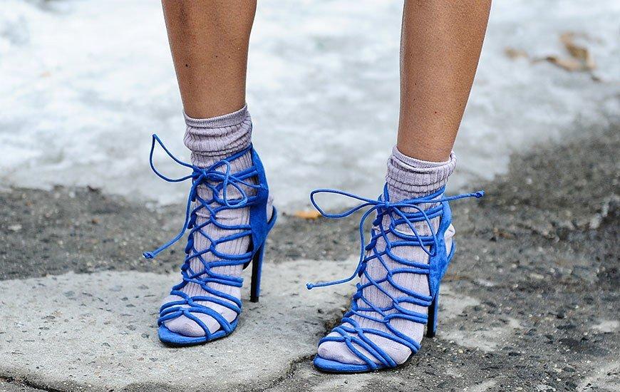 носки торчащие из ботинок фото багату