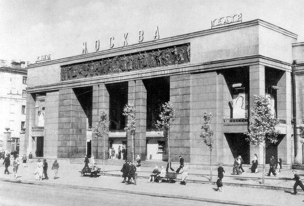 21 апреля 1939 г. В Ленинграде открылся кинотеатр «Москва», первый трехзальный кинотеатр в СССР