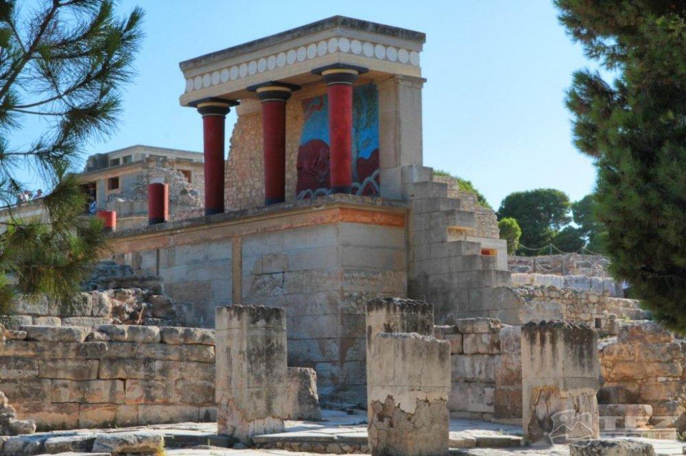 23 марта 1900 г. Археологи обнаружили на Крите остатки легендарного Лабиринта — дворца Минотавра
