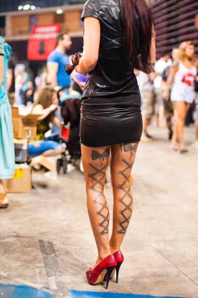 Делать женские татуировки видные из под юбок видео