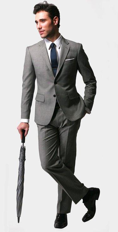 8a3b87c3adb Стильный костюм и первосортные аксессуары создадут фирменный имидж ...