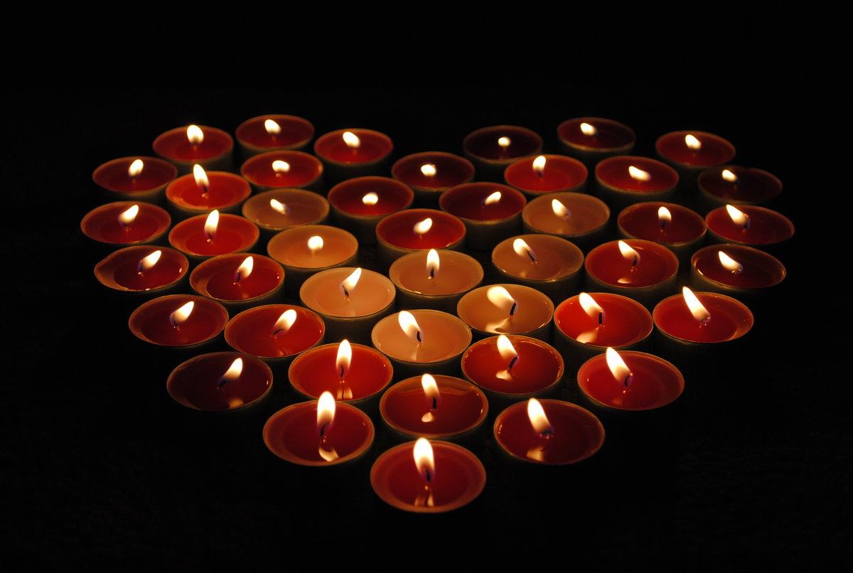 Сердце из свечек картинка