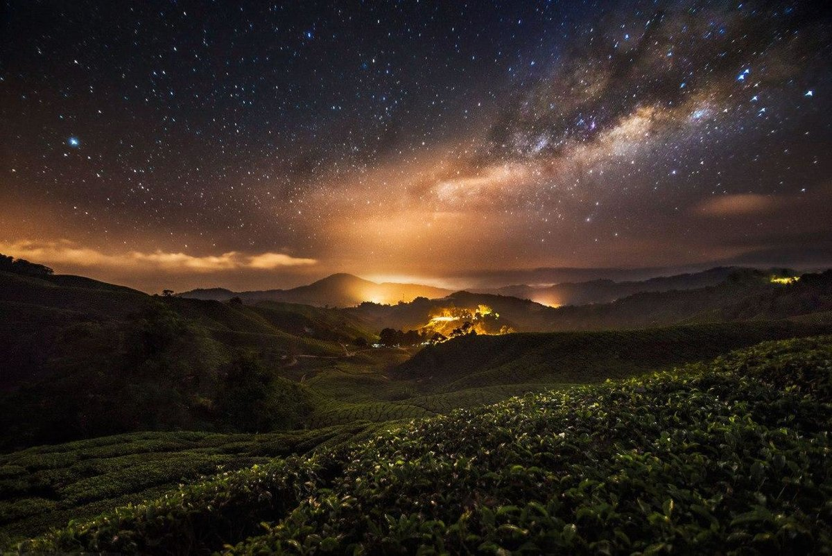 Ночной горный пейзаж.
