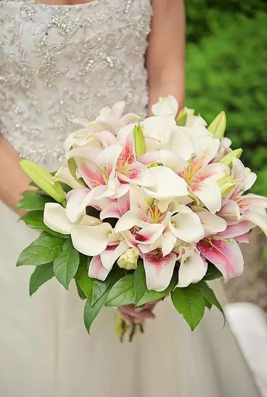 Жемчугом купить, букет невесты лилиями