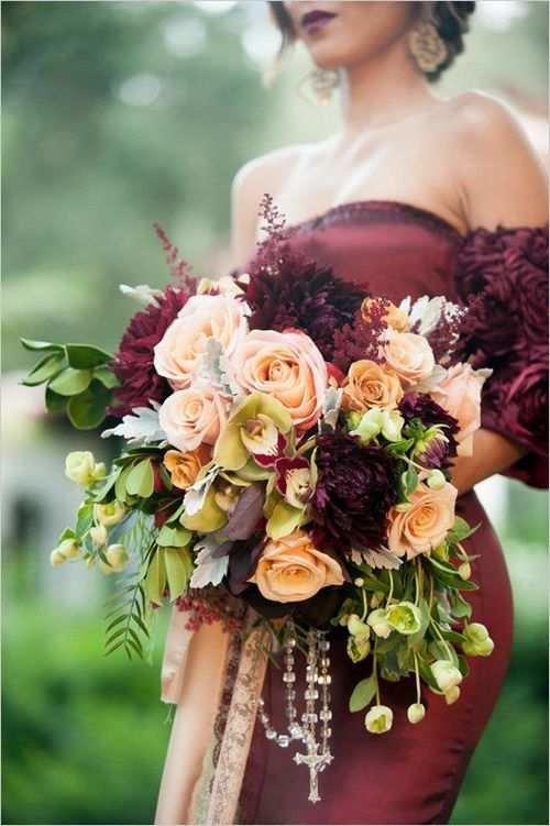 свадба в тъмно-червено