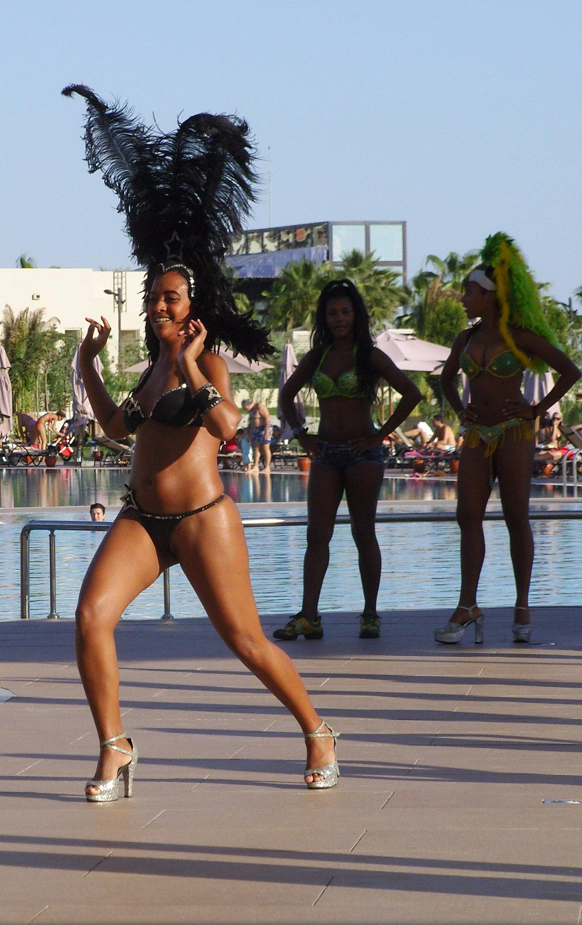 входные попки бразилии в танце фото старух примеру