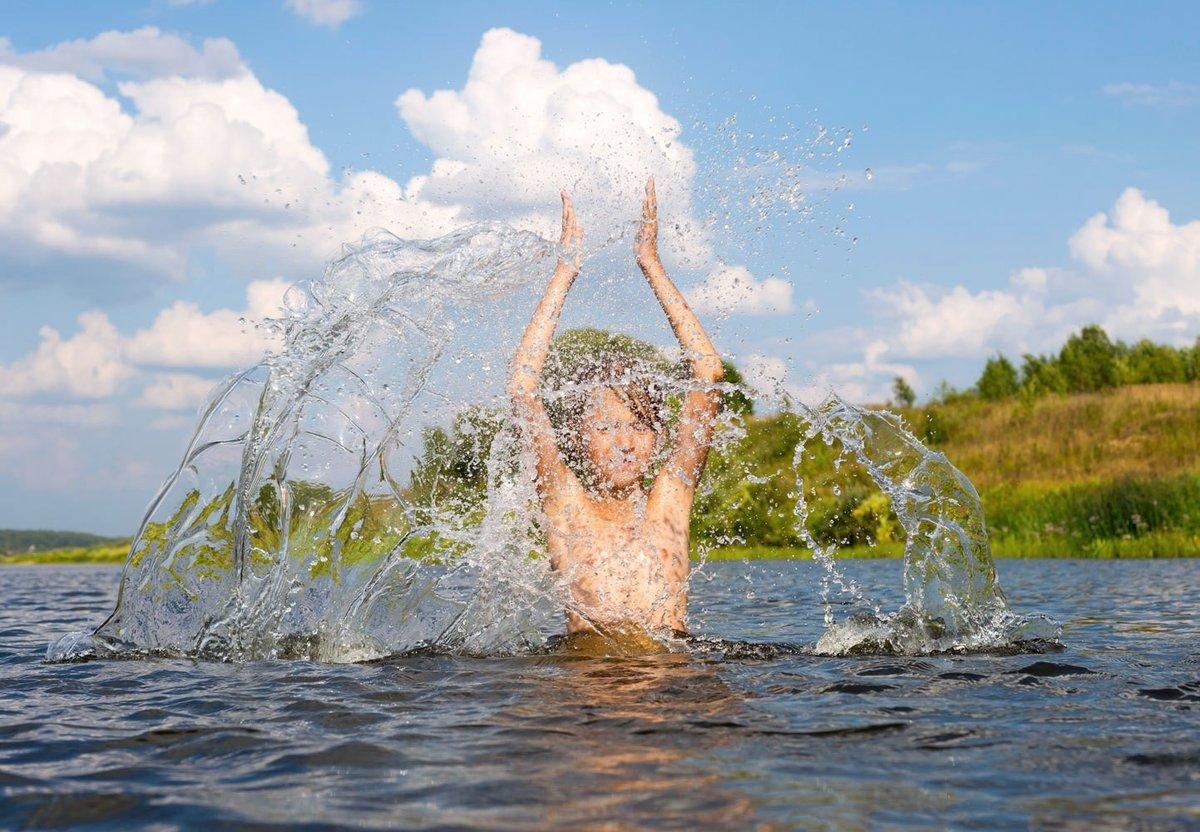 Картинки плавать в речке