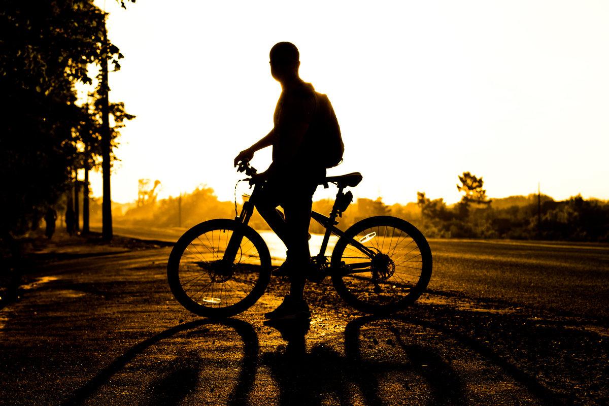Крутые картинки с велосипедами, открытка картинка добрый