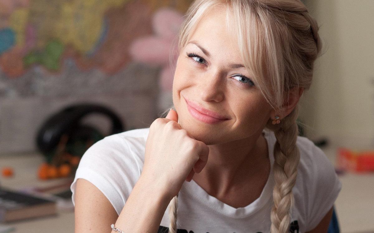 filmi-foto-blondinka-s-kosoy-zhopa