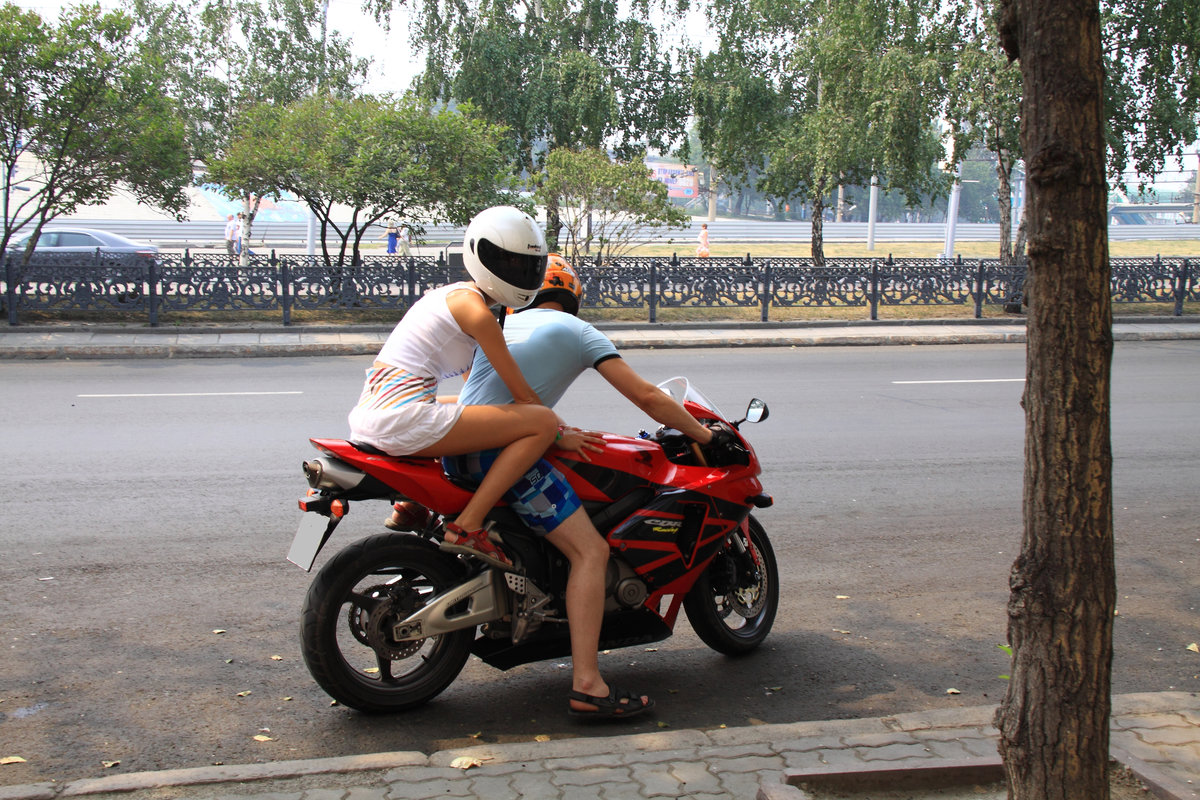 Фото девушка на мотоцикле с мужчиной