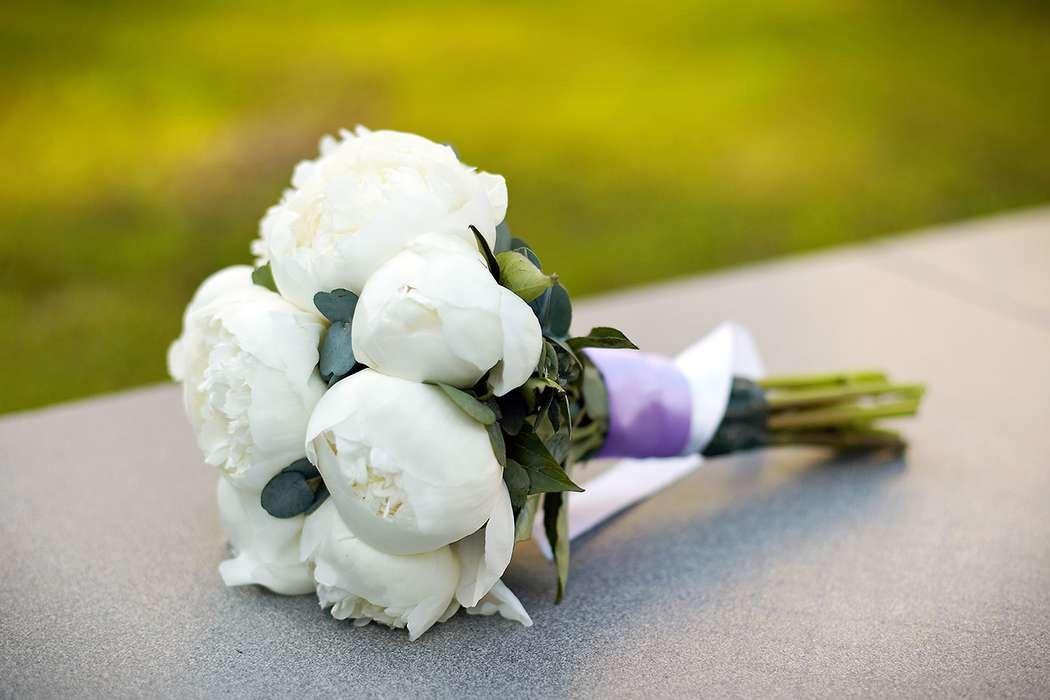 Роз королев, букет свадебный из белых пионов