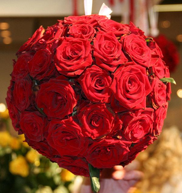 Букет роз и шарики картинки
