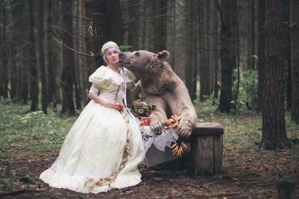 Прикольные картинки девушки с медведем