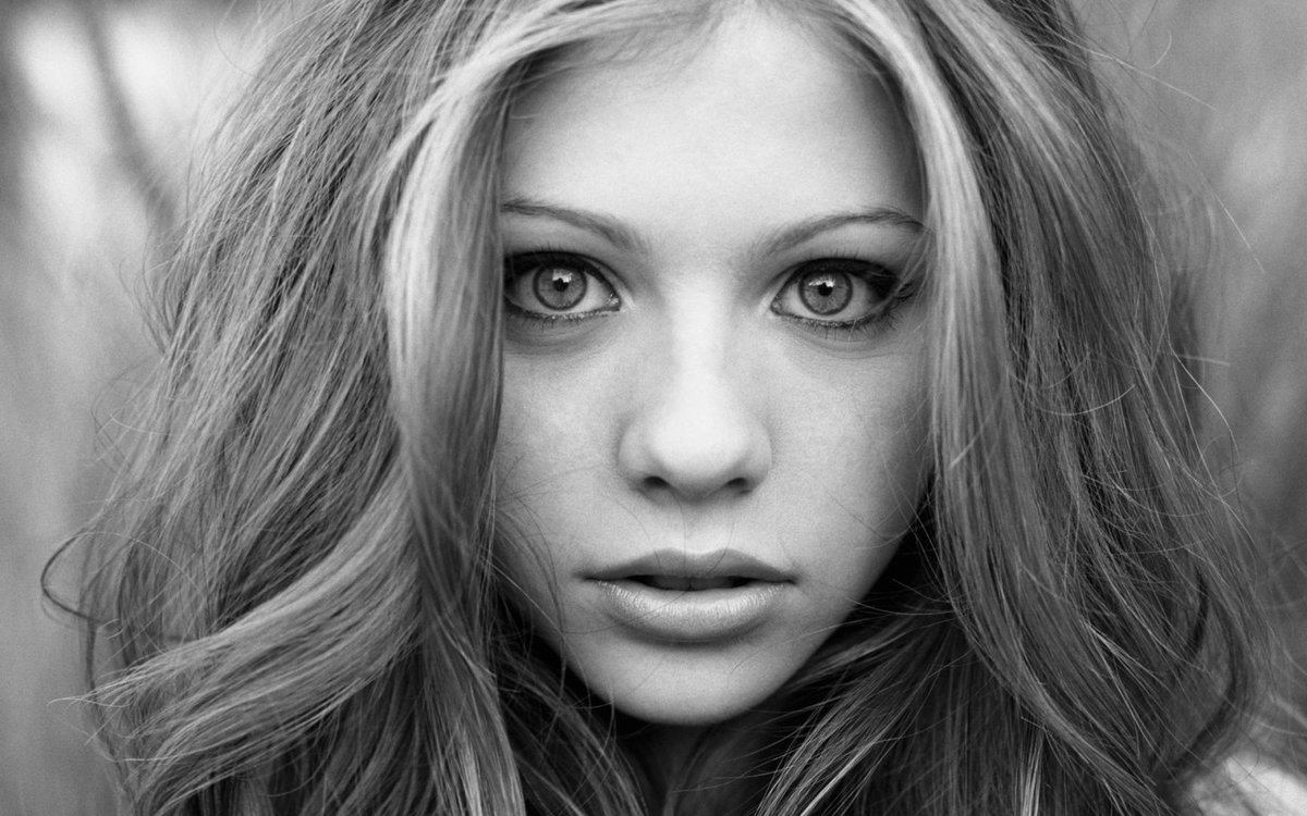 Картинка черно белая девушка