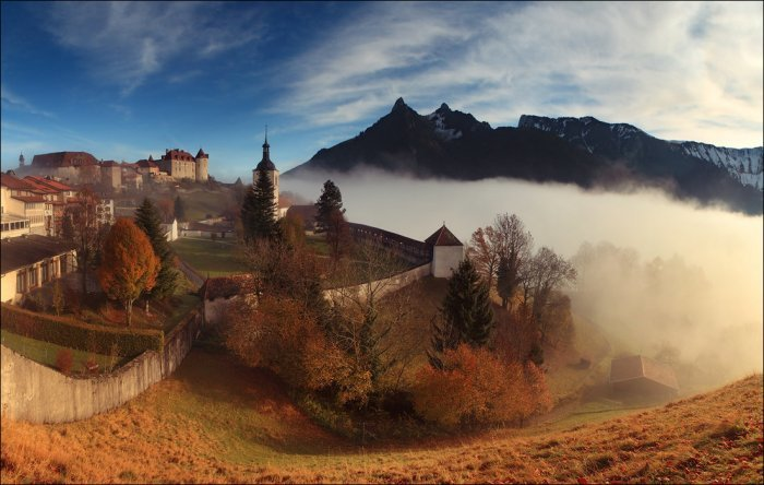 Туман за замковой стеной