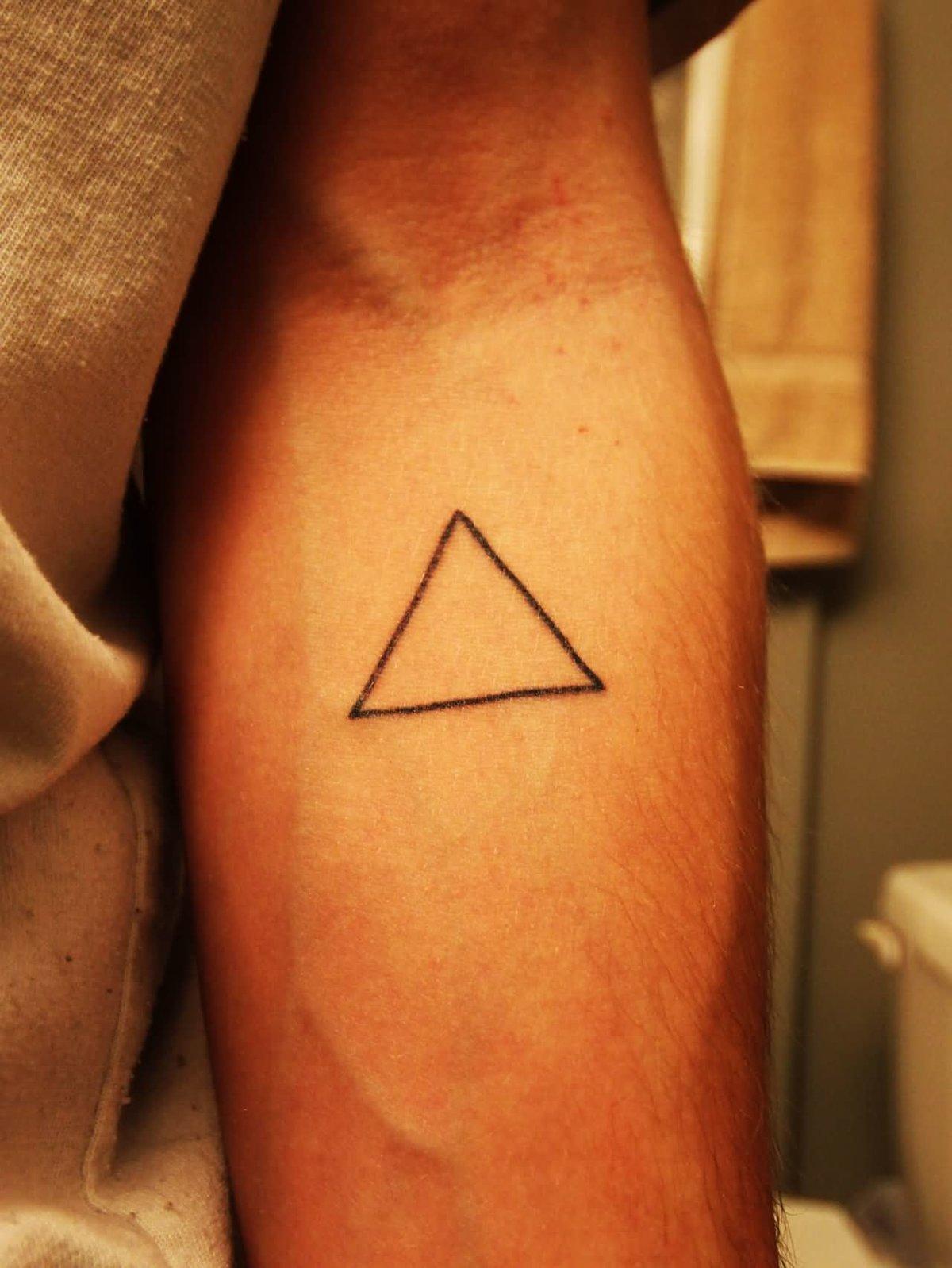 чуткий что означает татуировка треугольника большой фаллос для