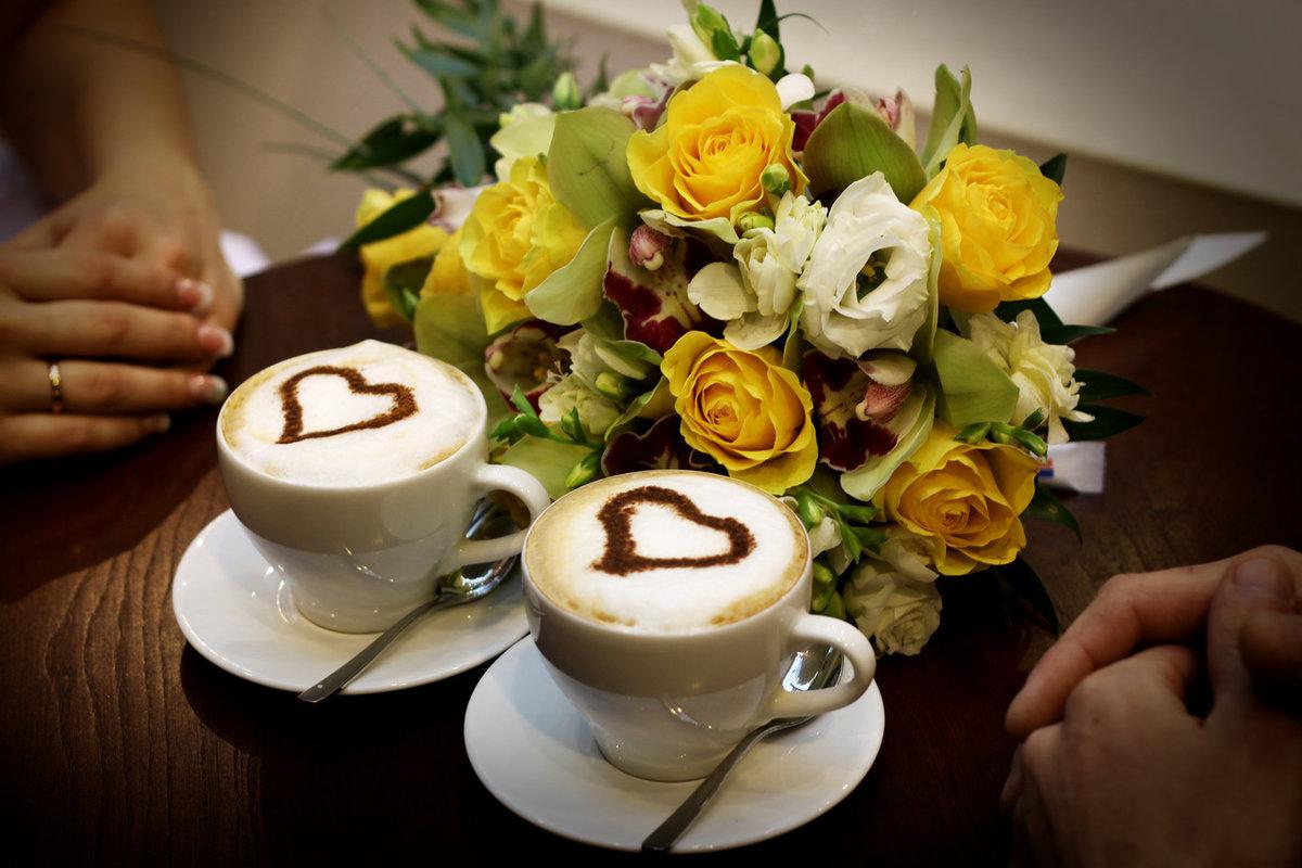 красивые фото цветы и кофе заведение, позиционирующее себя