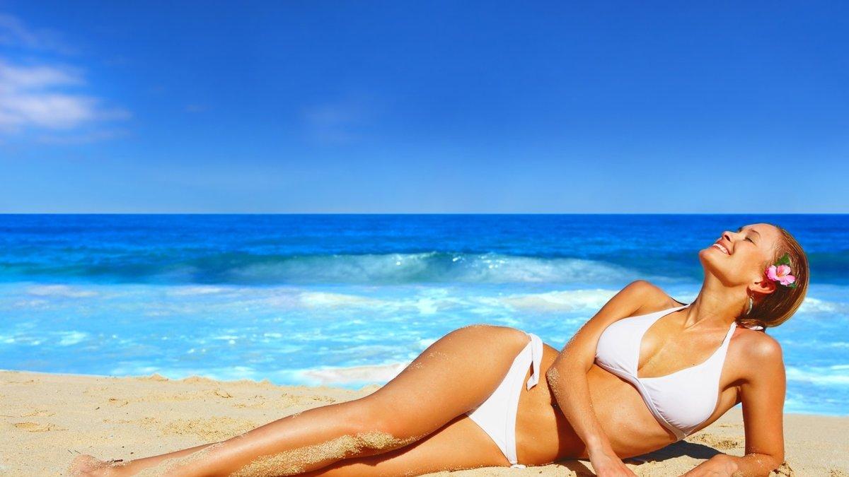 девушки на море на пляже