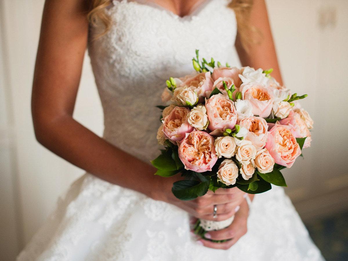 Свадебные букет из чайных роз, доставка цветов онлайн