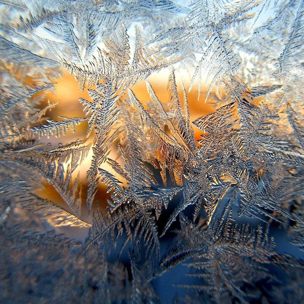 Картинки морозные узоры на окнах