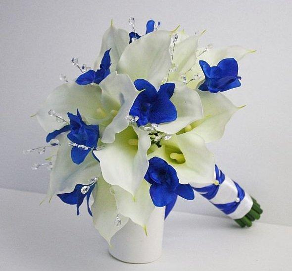 Коллаж, голубой свадебный букет с каллами и розами