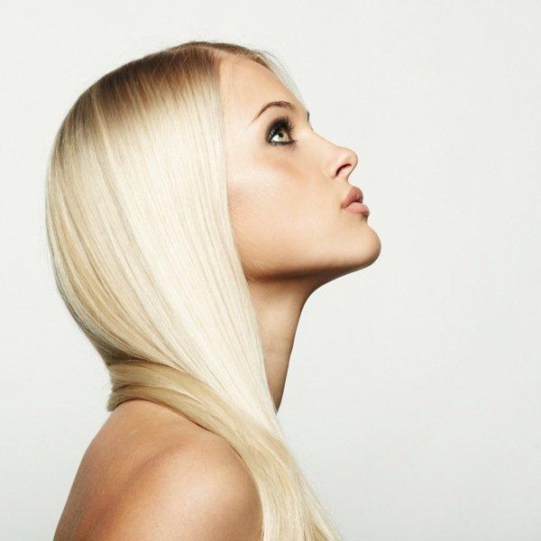 Особенно летом, ведь светлый оттенок волос прекрасно сочетается с загорелой кожей и яркими платьями.