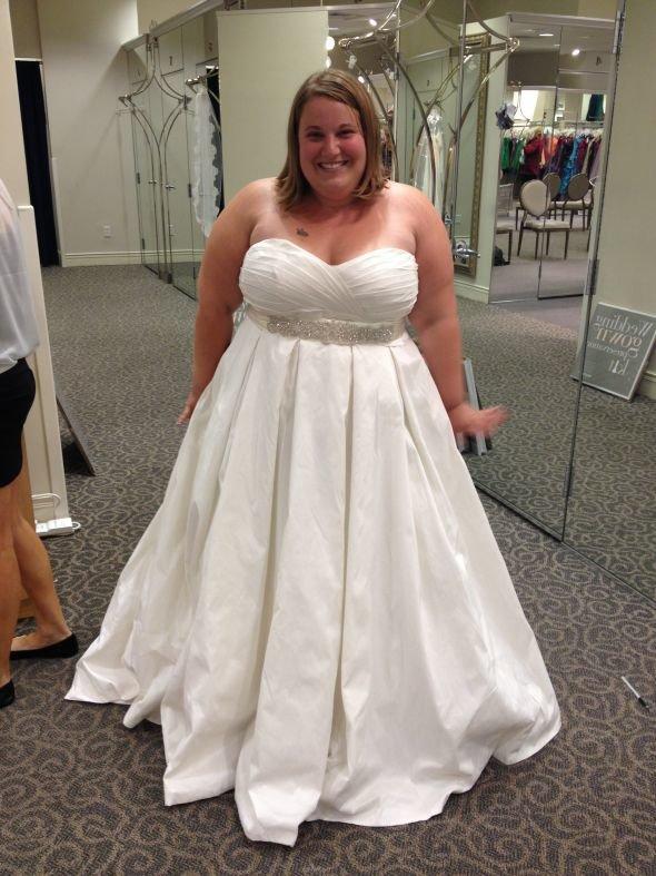Толстые в пышных платьях