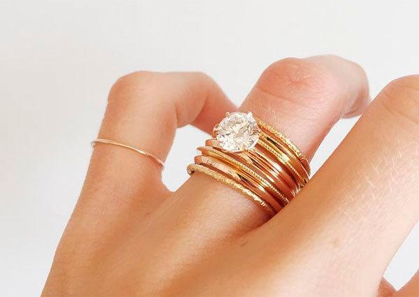 2 кольца на одном пальце