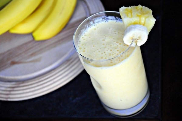 Ананасово-манговый коктейль с бананомРецепт. йогурт ванильный 170 г, ананас 1 шт., манго 1 шт...