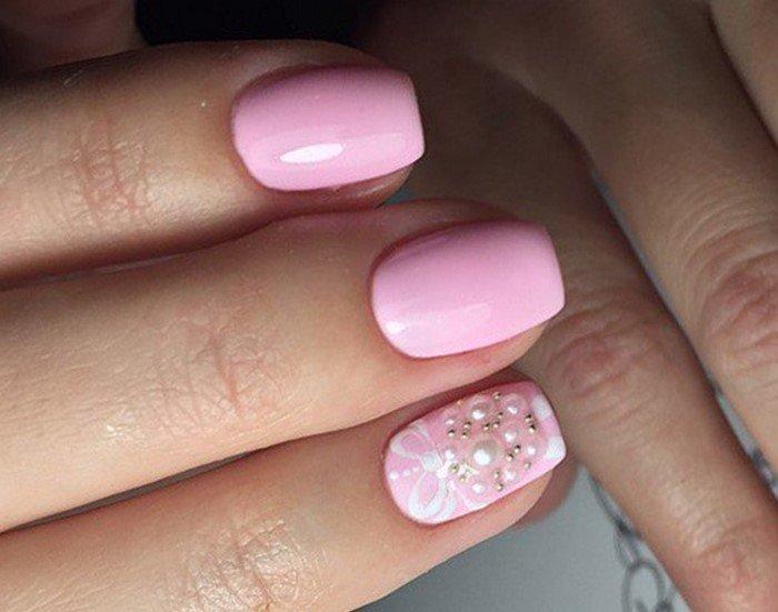 Для создания нежного и романтического образа можно использовать дополнительные декоративные элементы в виде жемчужных камешков и бульонок, а также сочетание нежно-розового с белым.