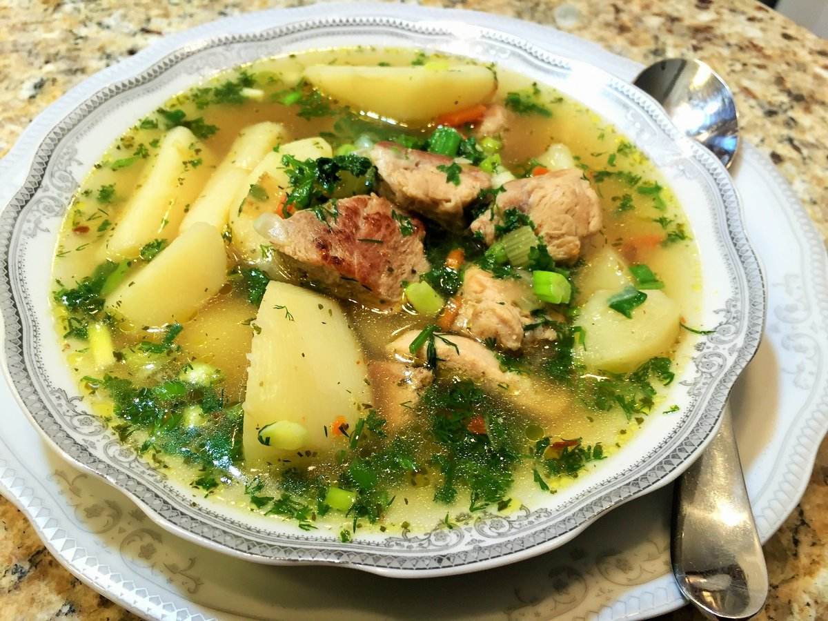 Как утверждает сонник, суп в глубокой тарелке символизирует вашу искренность и добрые намерения.