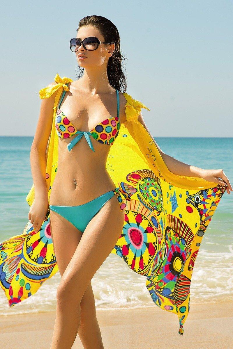 года прошла реклама одежды девушка в купальнике ходу или транспорте