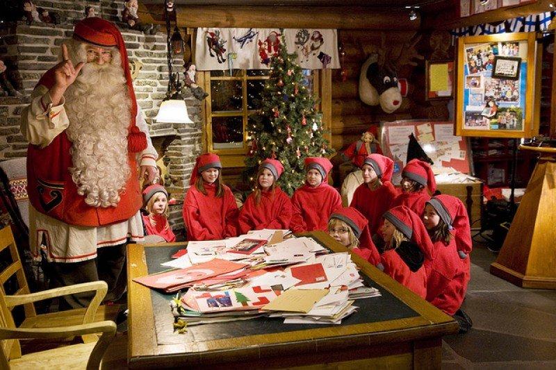 see santa clauss workshop - 800×533