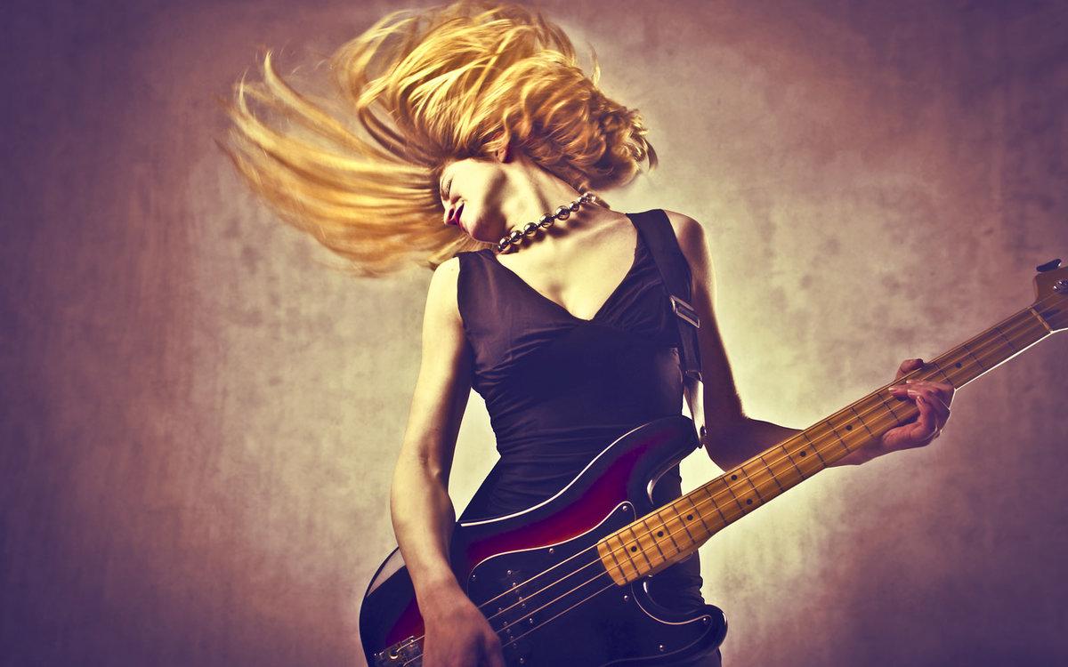 Очень красивая женщина и рокер — 7