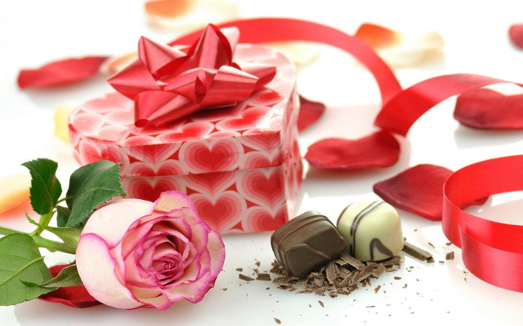 Отправить открытку, картинки цветы с конфетами
