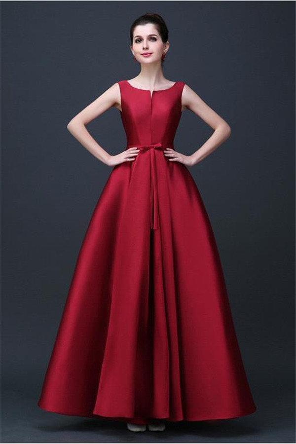 Длинные платья всегда считались самыми красивыми. Именно поэтому истинные  леди часто предпочитают именно такие наряды 1b5e675211c3c