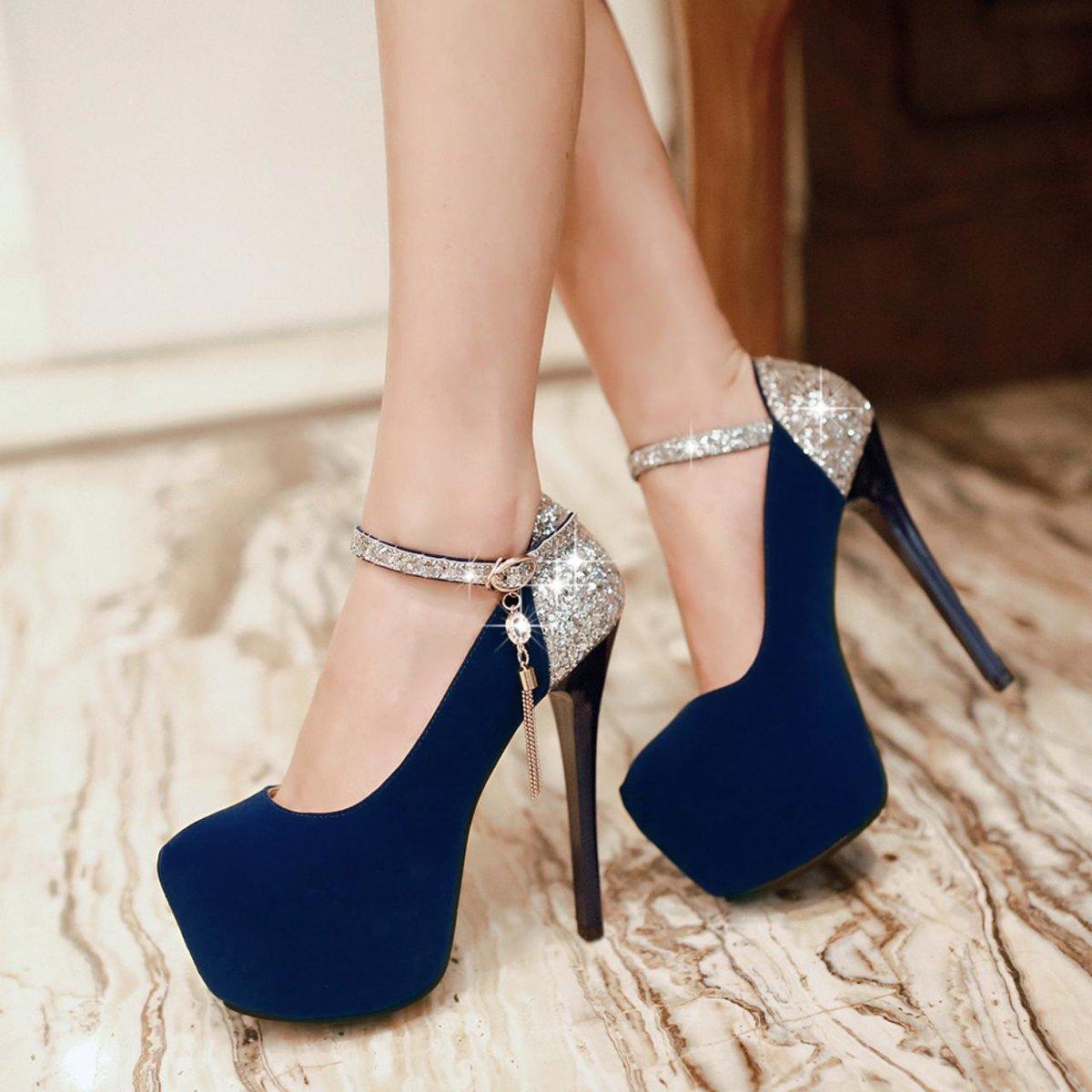 фото синих туфлей на каблуках уже рассказывал, как