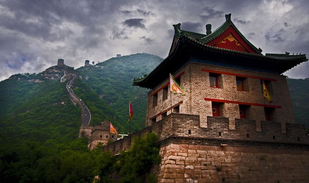 great wall of china report The great wall of china is the world's largest military defense structure it towers and meanders along mountain ranges, constructed more than 2,000 years ago it was made more brilliant by the numerous wars, power struggles, successive dynasties, political and economic historical events influencing.