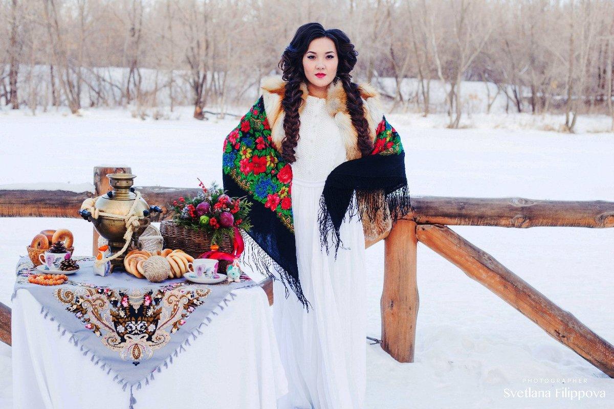 Украинский народный образ для зимней фотосессии представляют собой