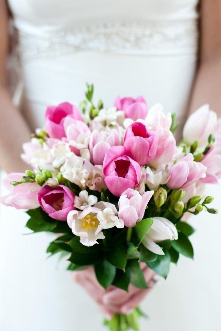 Нежный букет невесты из тюльпанов