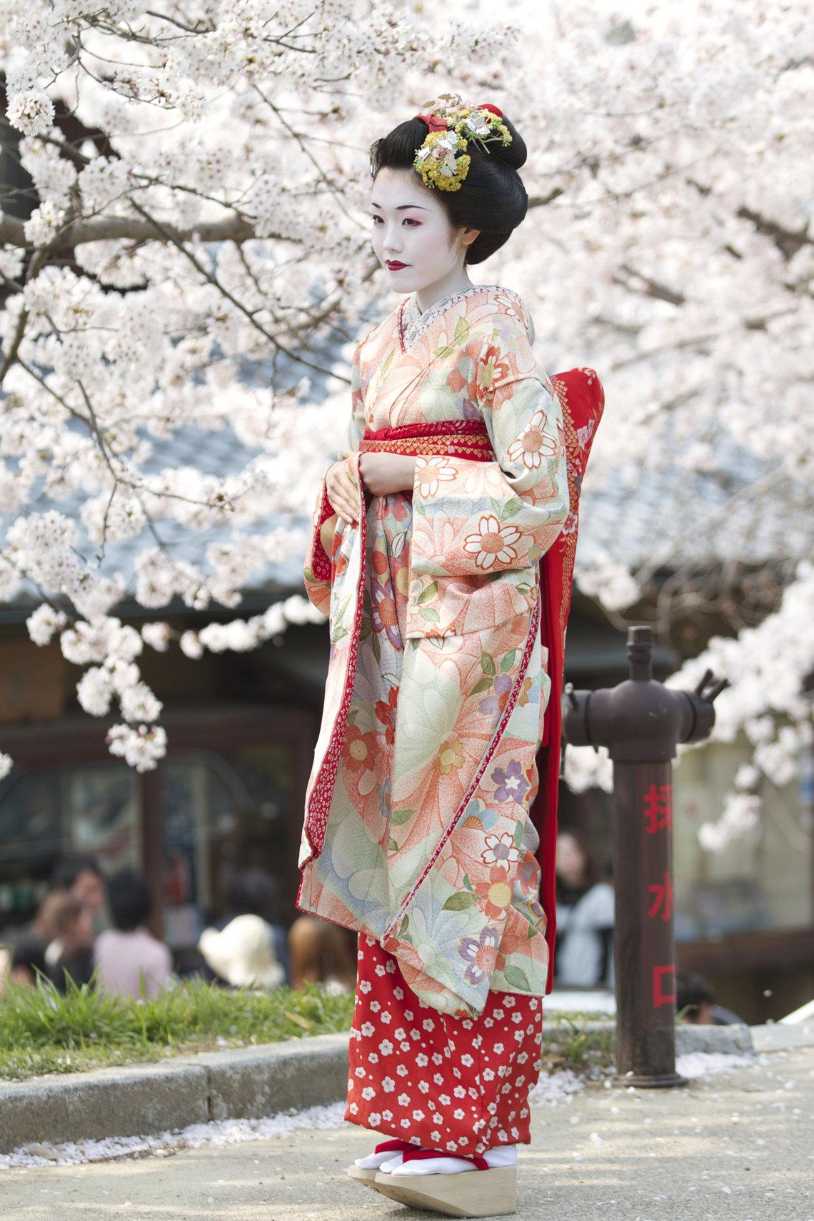 Японки в национальной одежде фото
