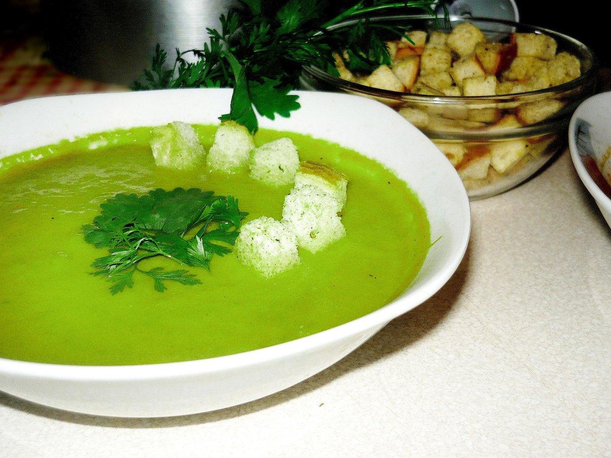 Подборка рецептов супов с зеленым горошком с пошаговыми фото и инструкциями.