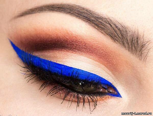 Макияж синей подводкой фото