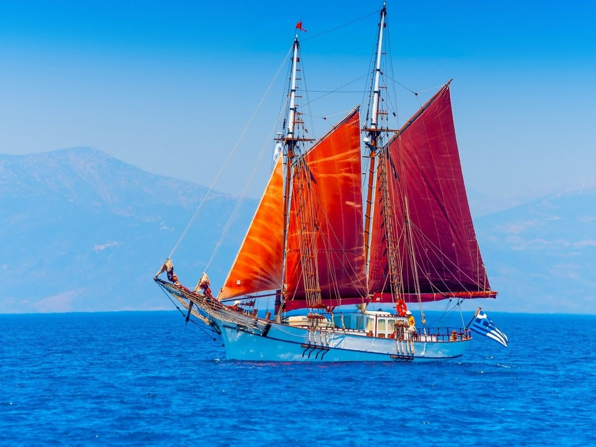 Приснилось море и парусники с красными парусами