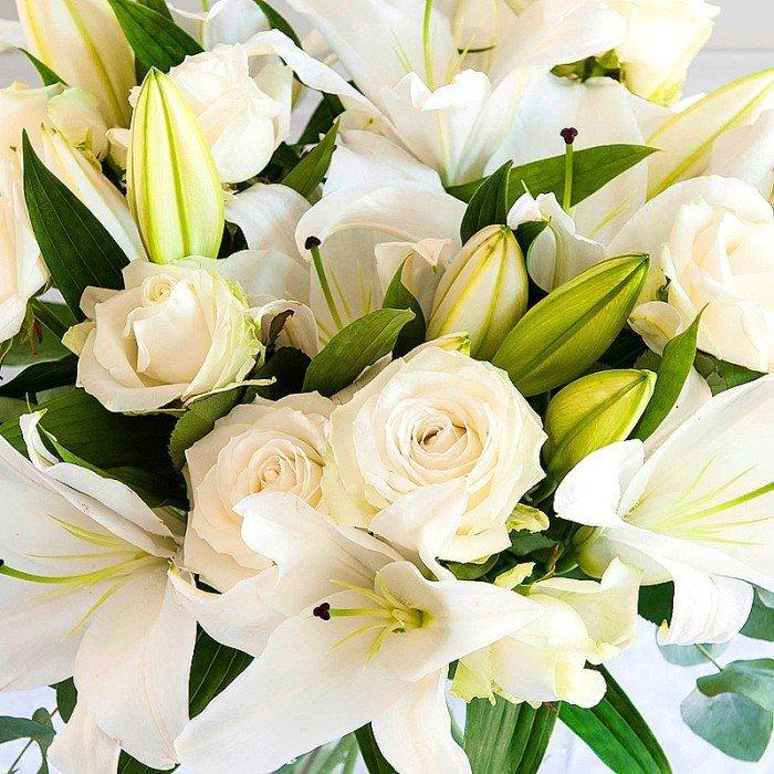 Новогодний картинки, открытки с днем рождения с лилиями и розами