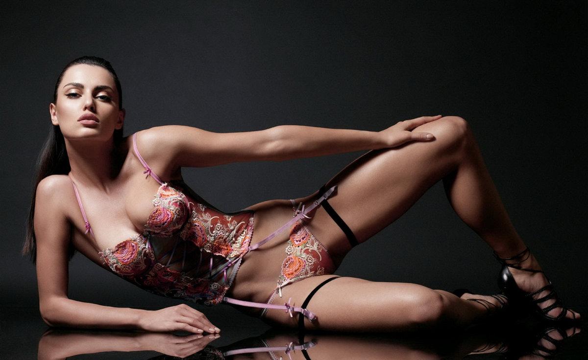 Анус крупным эротическая откровенная фотосессия фото блондинка