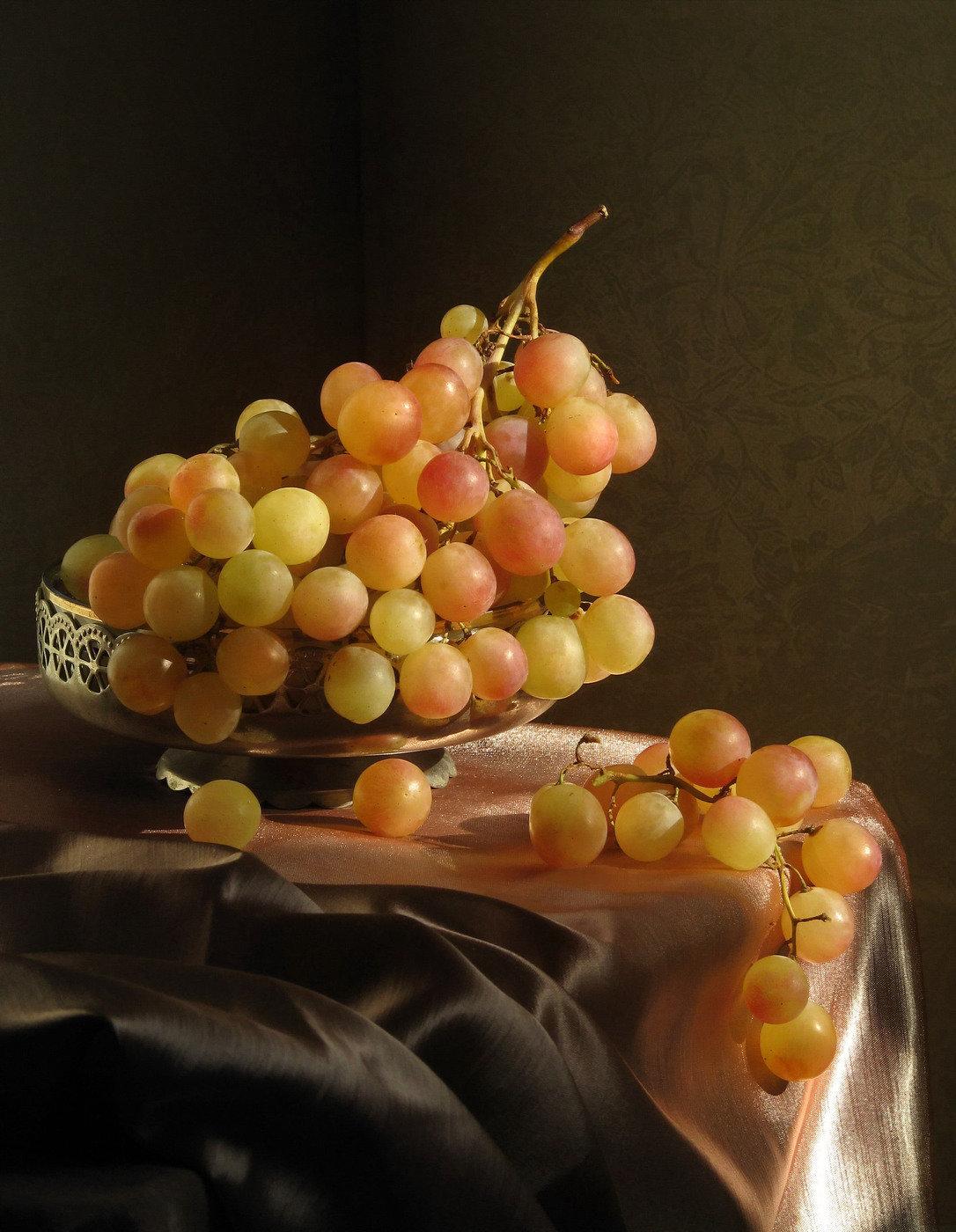 таких фото натюрморт с виноградом конечно